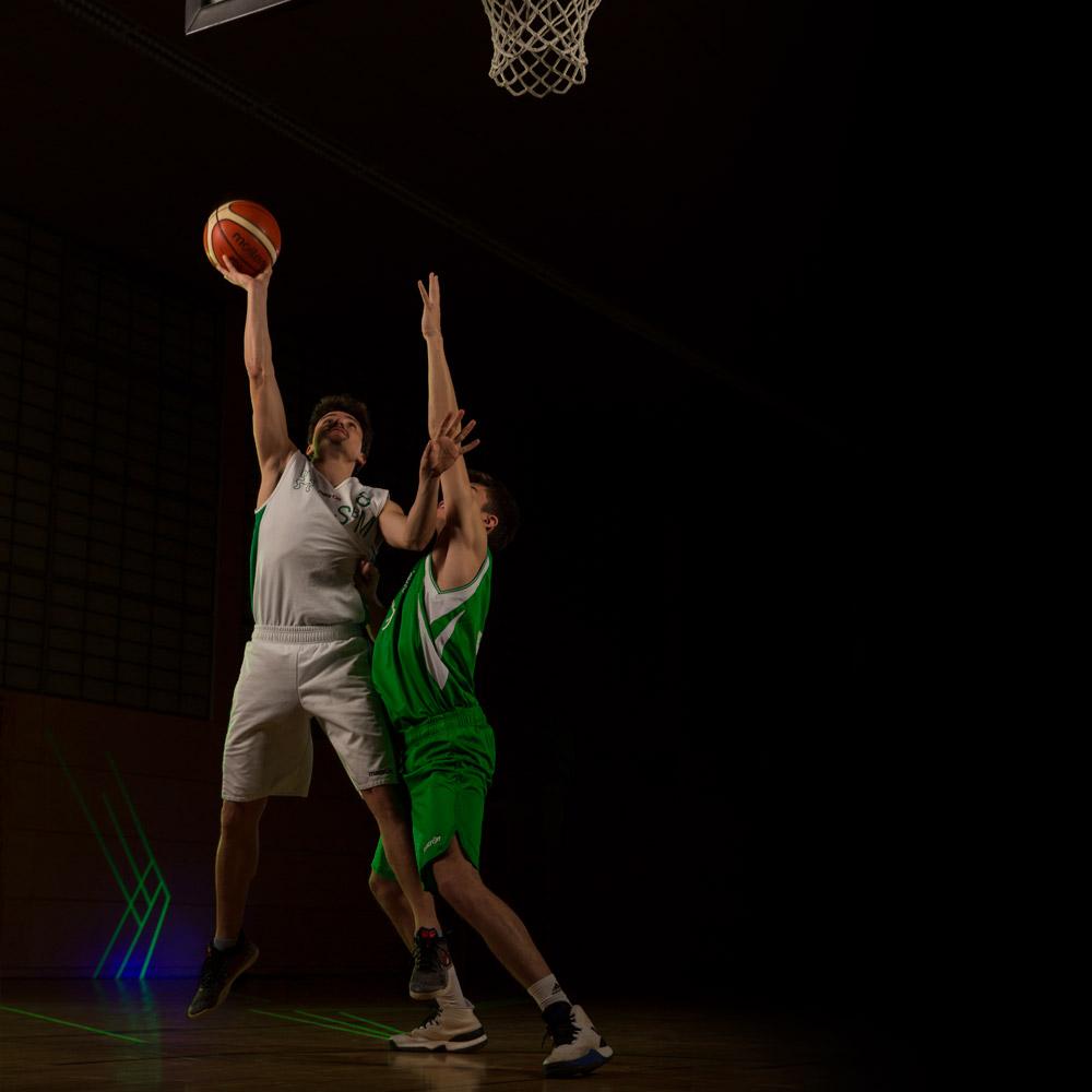Basketballspieler des DJK Sportbund München im Training