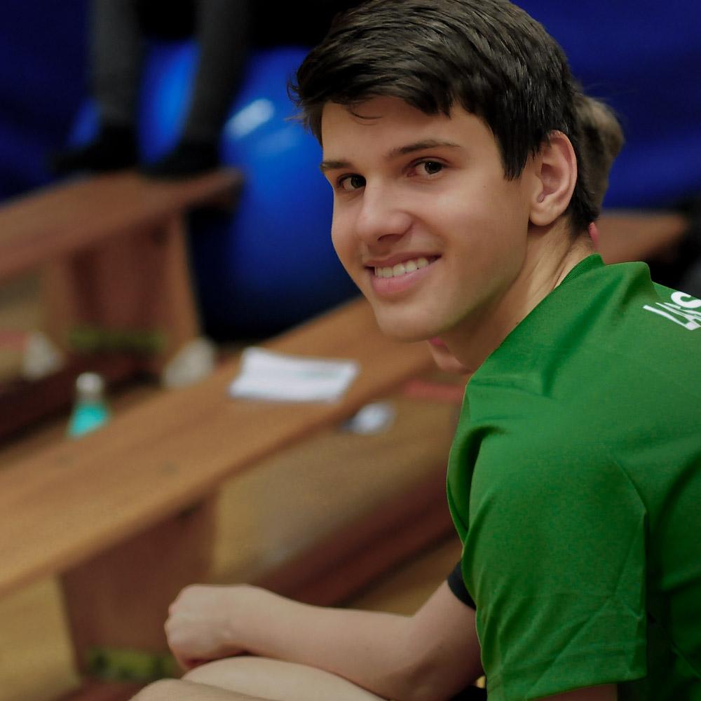 Lasse beim Basketballtraining in München beim Basketball & Mind Camp 2020 des DJK Sportbund München