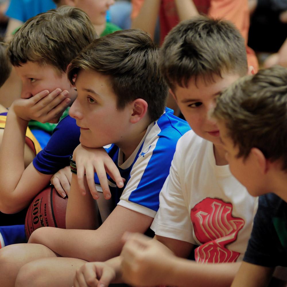 U12 Spieler bei Basketball & Mind Camp 2020 des DJK Sportbund München