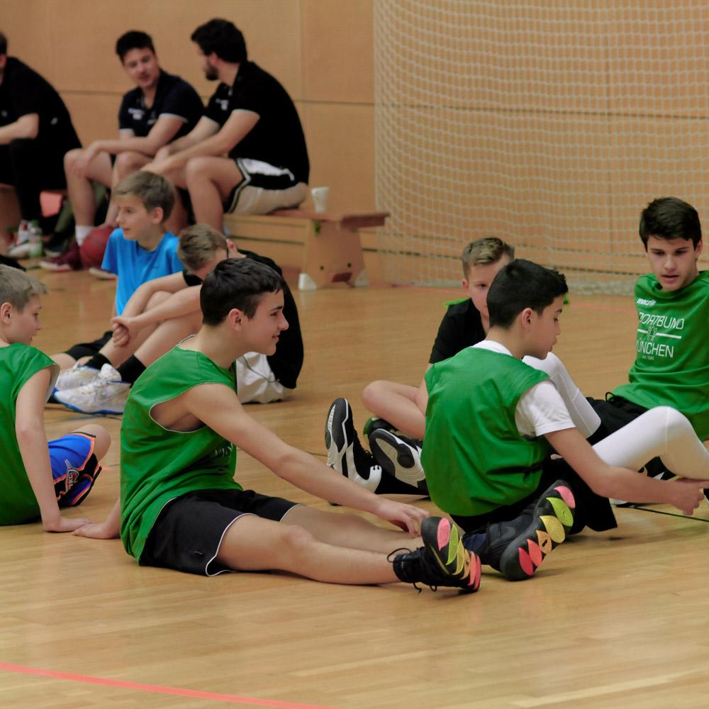 U14 Spieler beim Basketball & Mind Camp 2020 des DJK Sportbund München