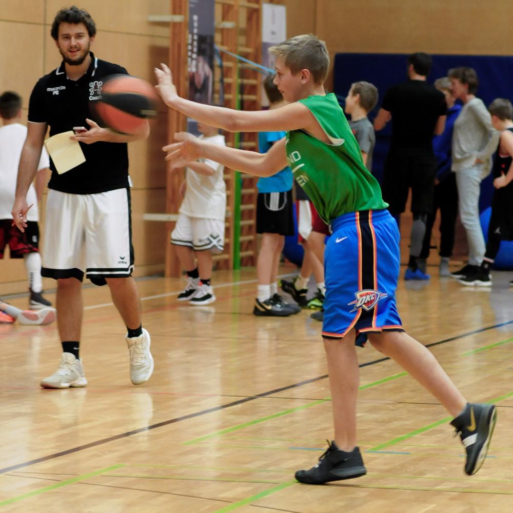 Philipp und Maxi beim Basketball & Mind Camp 2020 des DJK Sportbund München